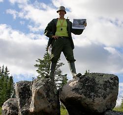 Sandy Lake Expedition - Funnet av steinen over Helge Ingstads vinterkvarter